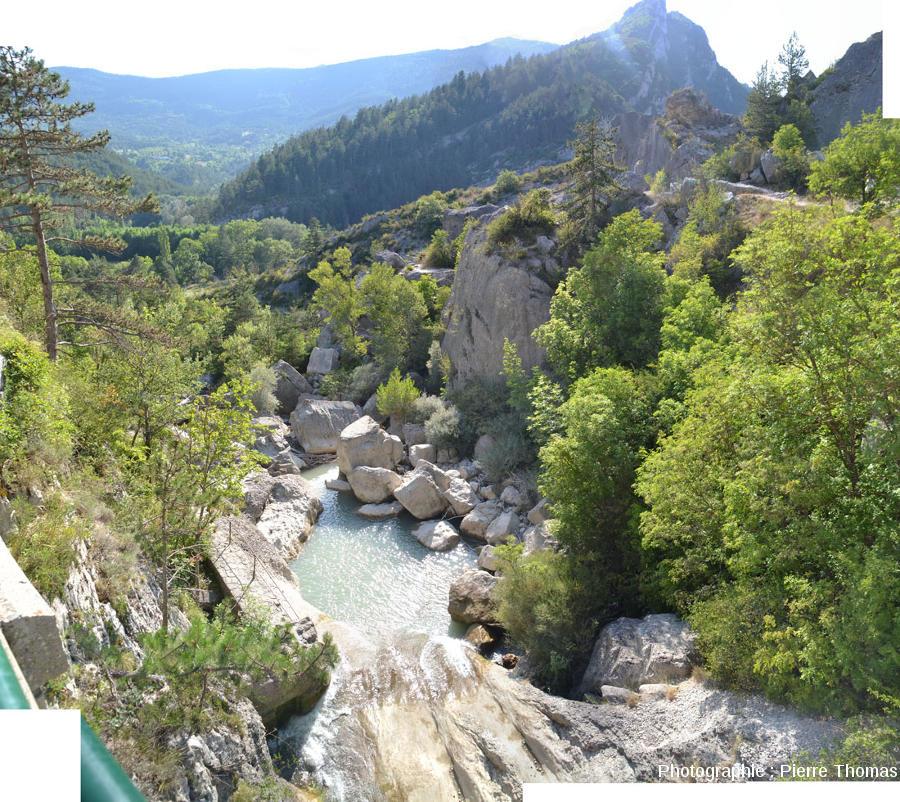 La Drôme à la sortie du tunnel creusé en 1804 pour assécher le lac amont