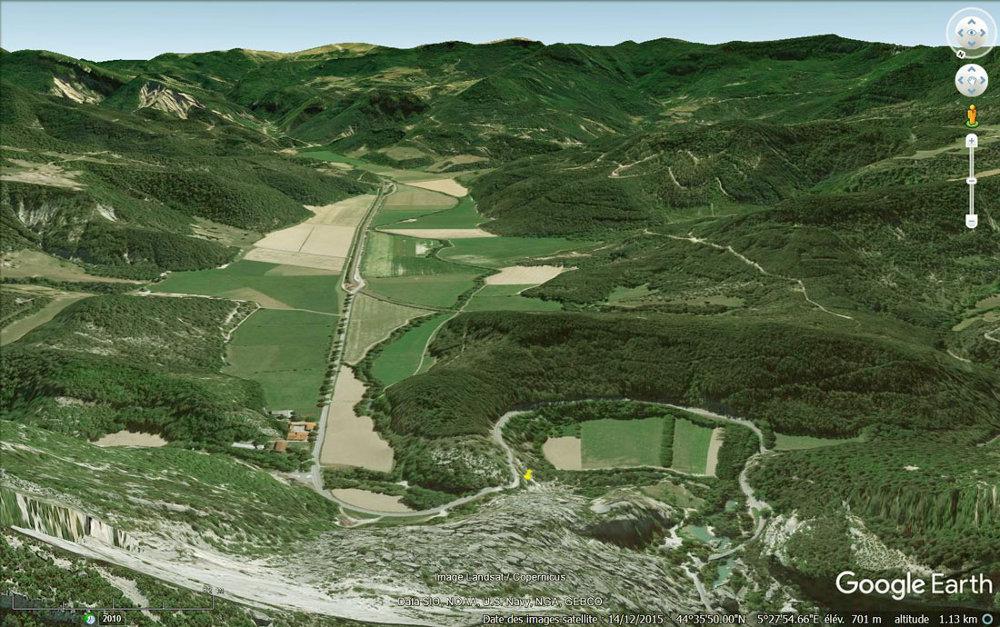 Vue aérienne des deux anciens lacs ayant résulté de la formation du Claps (Dôme)