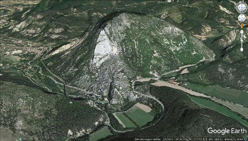 Vue aérienne du Claps centrée sur le Pic de Luc