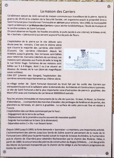 Panneau n° 7 du sentier de la pierre, posé devant la Maison des carriers, expliquant l'histoire des carrières de Saint Fortunat