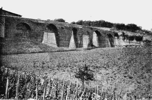 Le côté Est (côté vallon des Gorges) du Pont des Carrières photographié en 1901 (ou 1902)