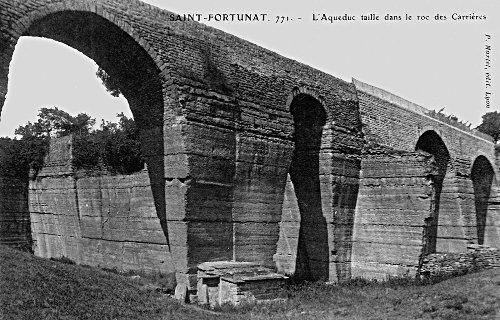 Une vieille carte postale montrant le côté Nord du Pont des Carrières tel qu'il était début du XXème siècle