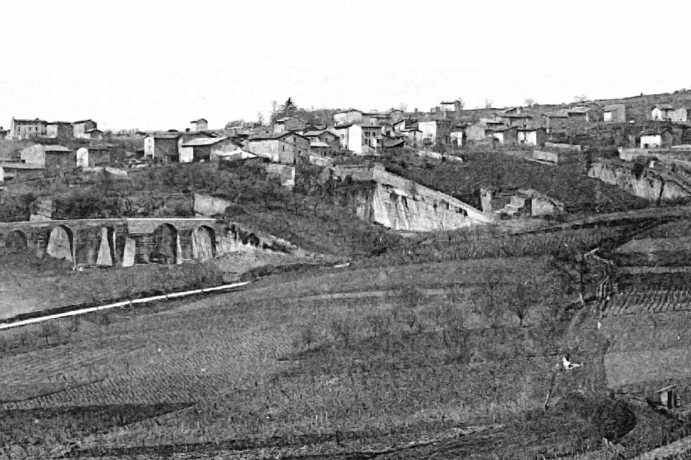 Vieille photo du début du XXème siècle montrant la partie centrale du vallon des Gorges, vu depuis l'Est
