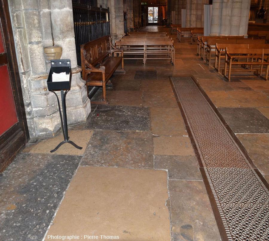 Allée latérale Sud de l'église Saint-Nizier de Lyon