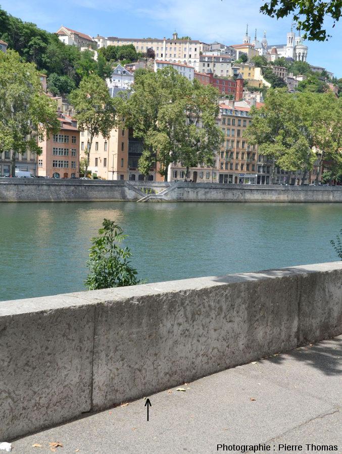 Vue sur le parapet du quai Maréchal Joffre dans le 2ème arrondissement de Lyon