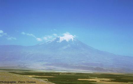 Le versant Ouest (côté turc) du Grand Ararat photographié en août 1975
