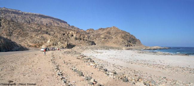 Le contexte morphologique de l'affleurement à l'ESt de Salalah (Oman)