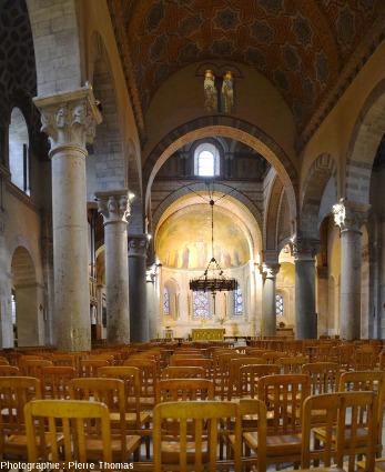 La nef de la basilique Saint Martin d'Ainay (XIème siècle) à Lyon