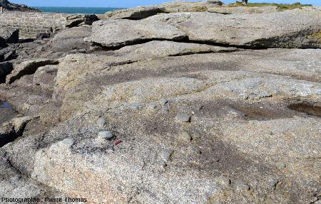 Un affleurement naturel de granite de l'Aber Ildut en face de l'ile Melon