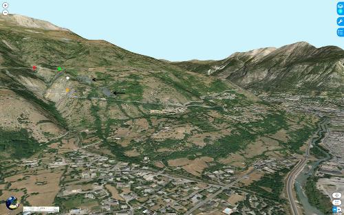 Vue aérienne du site de la Combarine, sur la rive droite de la Durance, 2,5km au Sud-Ouest de Briançon