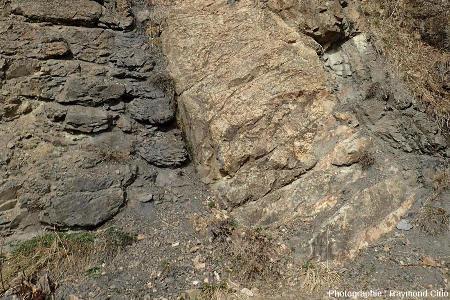 Détail de la base du sill visible sur route du col du Granon, juste au-dessus de Villard-Laté