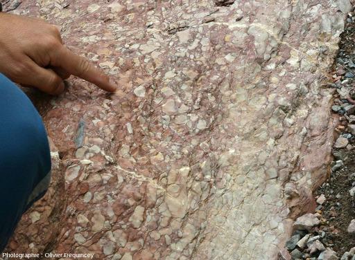Cassure fraiche dans le calcaire griotte de Saint Crépin