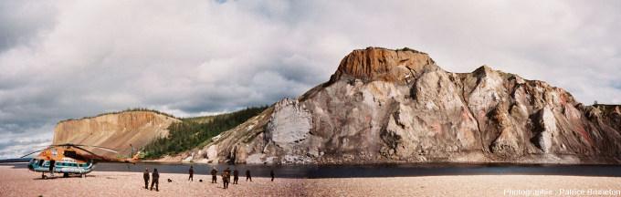 Mosaïque montrant un large secteur des falaises des Motley Rocks, cratère de Popigai, Sibérie