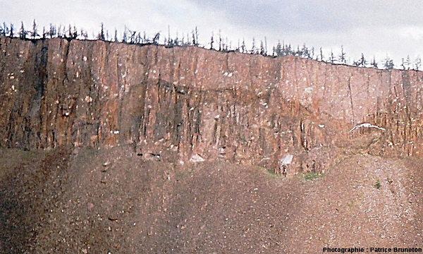 Zoom (agrandi au maximum possible) sur la falaises de tagamite, astroblème de Popigai, Sibérie
