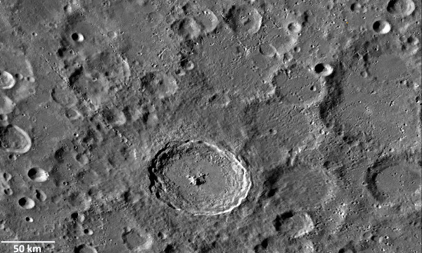 Vue globale du cratère Tycho et de ses environs sur la Lune