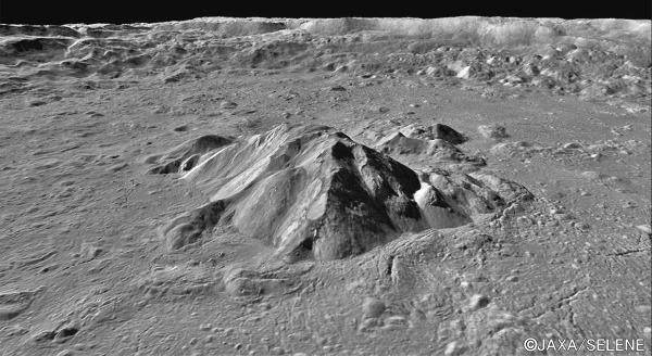Zoom oblique sur le centre du cratère lunaire Tycho