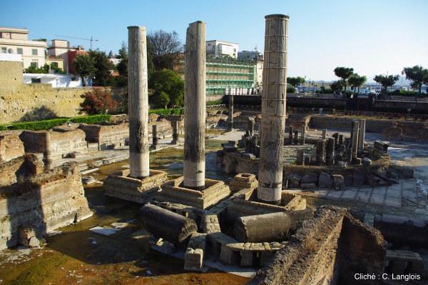 Les restes du «temple de Sérapis» à Pouzzoles, près de Naples (Italie)