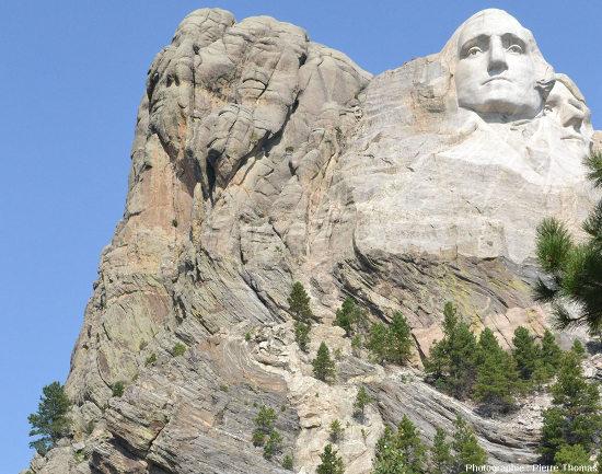 La limite granite/encaissant à l'Ouest de la falaise du Mont Rushmore (Dakota du Sud, USA)