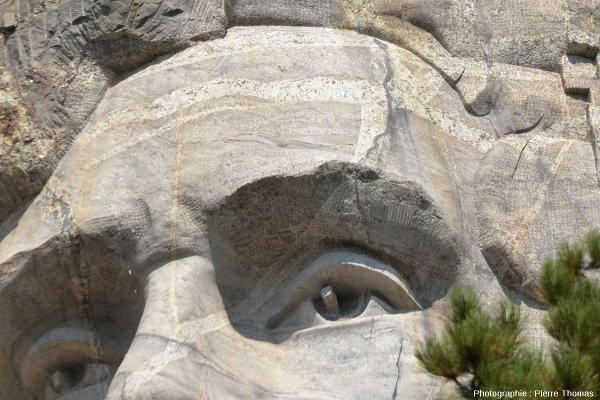 """Détails de filons de pegmatites """"balafrant"""" le front d'Abraham Lincoln, Mont Rushmore (Dakota du Sud, USA)"""