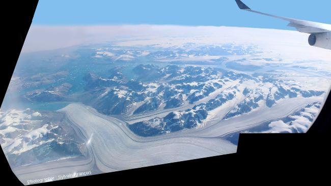 Vue plus amont des glaciers et confluences précédentes, côte Est du Groenland