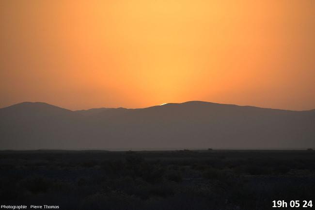 Trois secondes avant la disparition du soleil, zoom réglé sur 200mm
