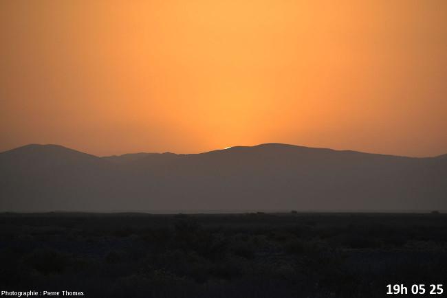 Deux secondes avant la disparition du soleil, zoom réglé sur 200mm