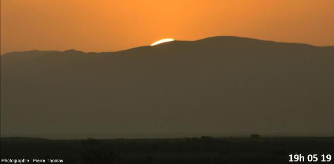 Huit secondes avant la disparition du soleil, zoom réglé sur 200mm et agrandissement numérique moyen
