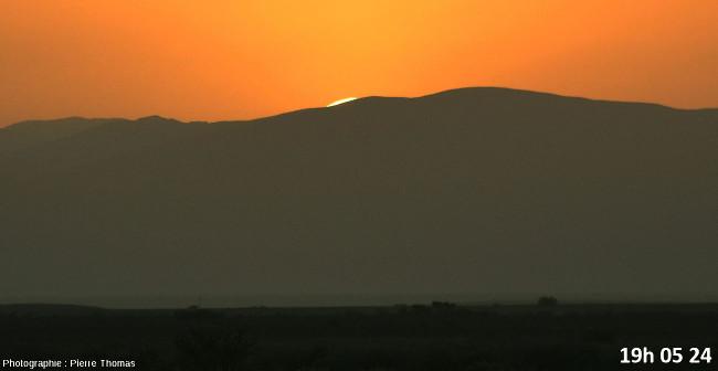 Trois secondes avant la disparition du soleil, zoom réglé sur 200mm et agrandissement numérique moyen