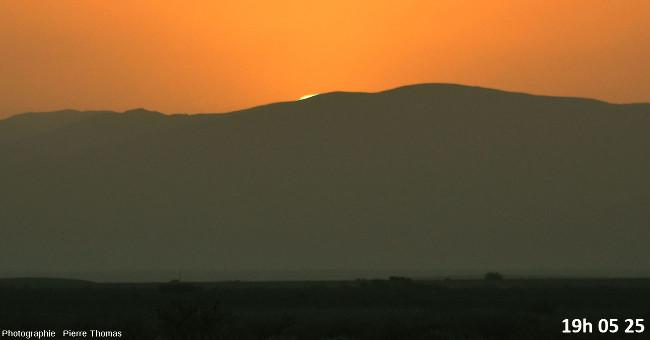 Deux secondes avant la disparition du soleil, zoom réglé sur 200mm et agrandissement numérique moyen