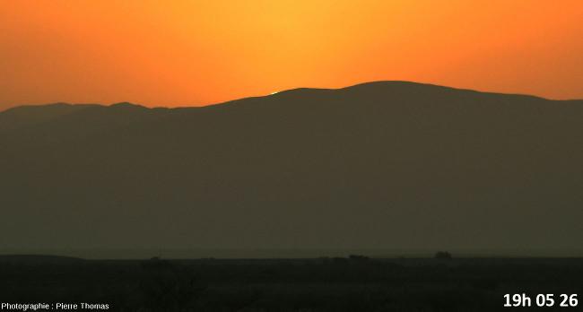Dernière seconde avant la disparition du soleil, zoom réglé sur 200mm et agrandissement numérique moyen