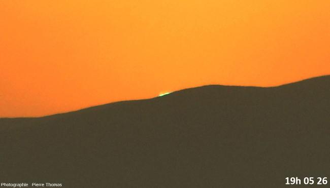 Dernière seconde avant la disparition du soleil, zoom réglé sur 200mm et agrandissement numérique fort
