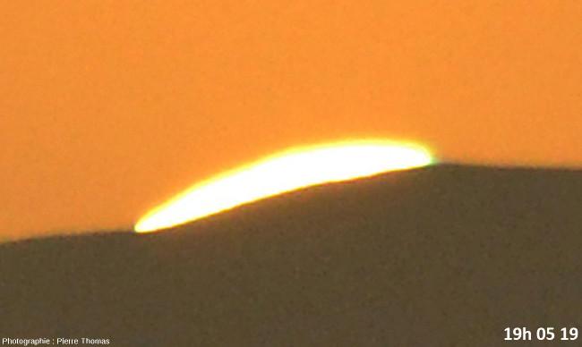 Huit secondes avant la disparition du soleil, zoom réglé sur 200mm et agrandissement numérique très fort