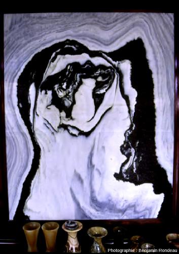 Pierre de rêve en marbre de Dali évoquant une tête de tigre