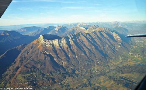 La Dent d'Arclusaz, 2041m (Savoie), un parfait exemple de synclinal perché