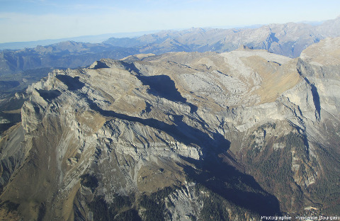 Vue sur la partie occidentale du rebord Sud du massif de Platé, au-dessus de Passy (Haute Savoie)