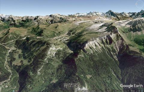 Vue aérienne correspondant au synclinal perché du massif de Platé ci-dessus