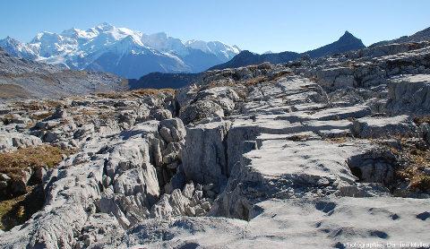 Le Désert de Platé (Haute Savoie), l'un des plus beaux et des plus vastes lapiaz de France, avec vue sur le Mont-Blanc