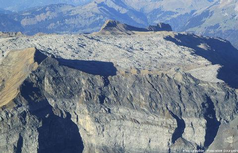 Photographie aérienne avec vue oblique du secteur du Désert de Platé, lapiaz où ont été prises toutes les photos ci-dessus