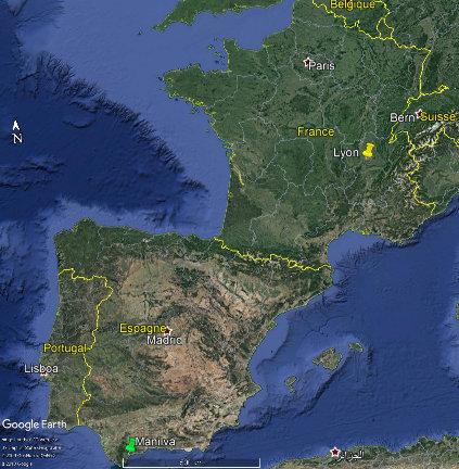 """Localisation de la région de Manilva (Andalousie, Espagne, punaise verte) d'où sont extraites les dalles rouges """"Al-Andalus"""" à fossiles d'ammonites et de bélemnites, recouvrant le sol des couloirs du centre commercial de la Part-Dieu (Lyon, France, punaise jaune)"""