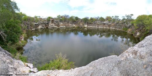 Le lac Otjikoto (Namibie), une doline inondée