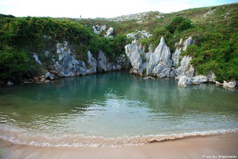 La plage de Gulpiyuri à marée haute
