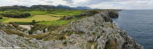 Vue sur le plateau calcaire qui domine l'océan par une belle falaise