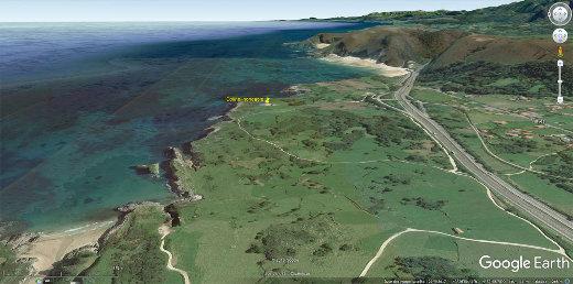 Cadre géologico-morphologique de la doline de Gulpiyuri, au Nord du petit village de Naves (Asturies, Espagne)