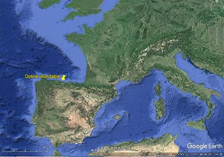Localisation de la doline de Gulpiyuri sur la côte des Asturies (Espagne)