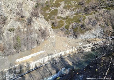 Détail du point d'arrivée des éboulements et coulées de boue de la partie Est du glissement du Pas de l'Ours
