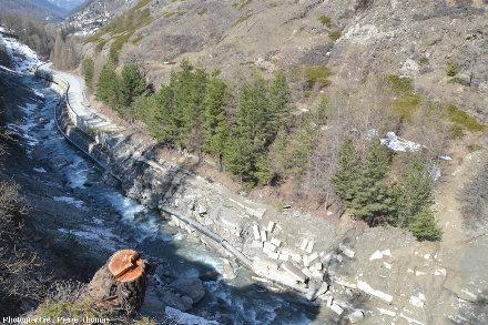 Juste à gauche (à l'Ouest) de la précédente photo, glissement du Pas de l'Ours