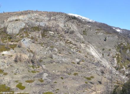 Vue sur la zone d'arrachement amont d'où part le glissement de terrain du Pas de l'Ours