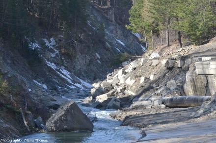 Illustration de l'un des dangers d'un tel glissement: barrer la vallée et le cours du Guil
