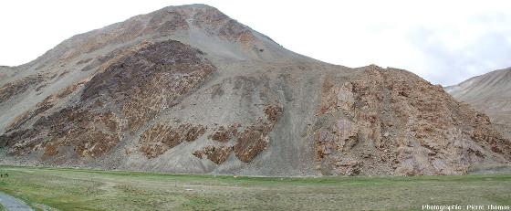 Vue de la rive gauche (Est) de la vallée de l'Indus, 5km en amont du village de Tangtse