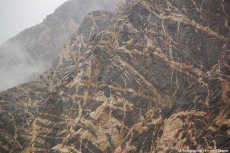 Zooms sur les filons de pegmatites de la haute vallée de l'Indus